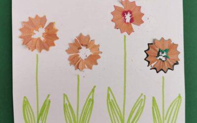 Jarní louka z odřezků pastelek