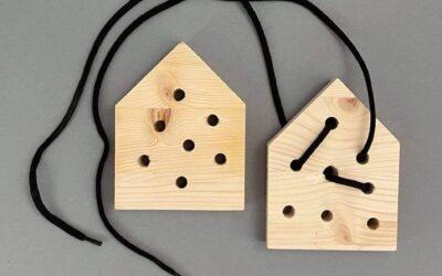 Dřevěná provlékačka DOMEČEK