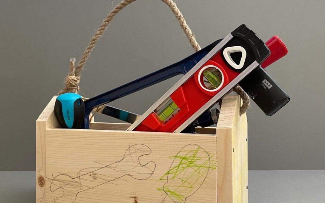 Dřevěný box na nářadí